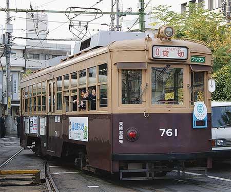 広島電鉄で「よしもと電車」運転