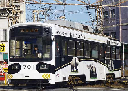 阪堺モ701の車体広告が一新される