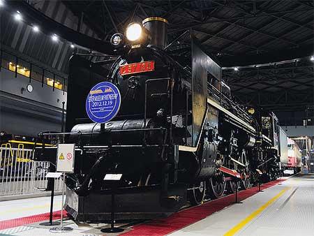 鉄道博物館 C57 135に「姉妹館提携」ヘッドマーク