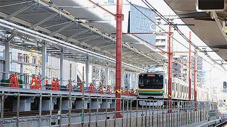 ダイヤ改正に向け浦和駅でホーム新設工事が進む