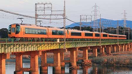 近鉄 大阪上本町—鳥羽間で10両編成の特急列車