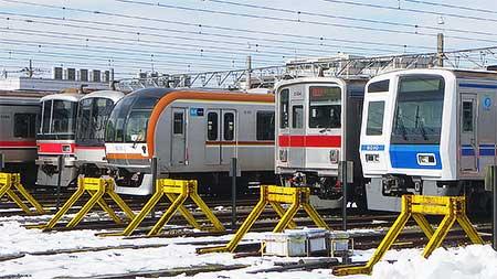 元住吉検車区で東京メトロ10000系・東武9000系・西武6000系が並んで留置される