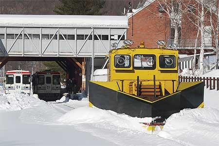 りくべつ鉄道で排雪作業