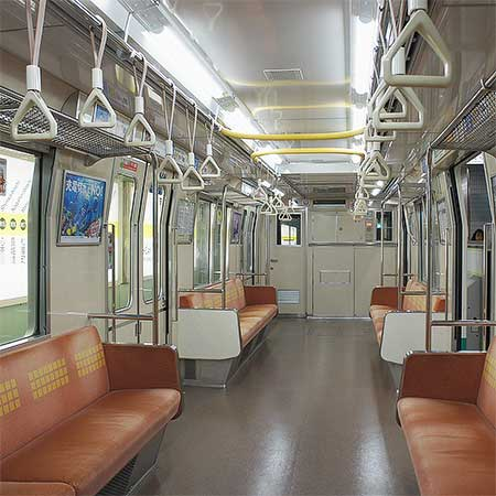 大阪市営地下鉄に初のLED照明搭載車