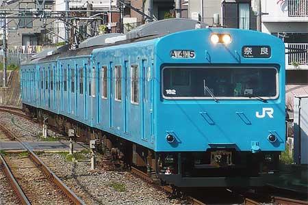 奈良線でスカイブルーの103系が運用される