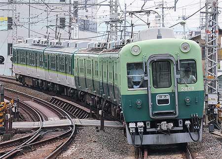 京阪2600系2628-2808編成が寝屋...