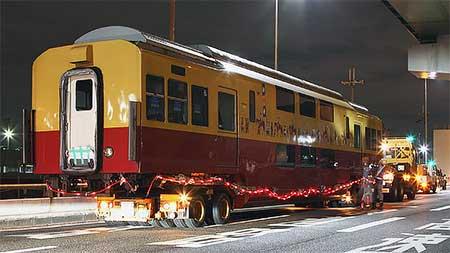 京阪電鉄旧3000系ダブルデッカー車が陸送される