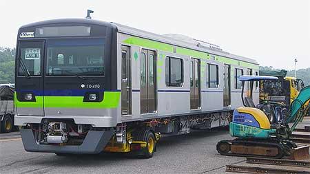 都営新宿線用新形車両が陸送される