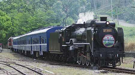 南投火車好多節で台湾鐵路管理局DT668運転