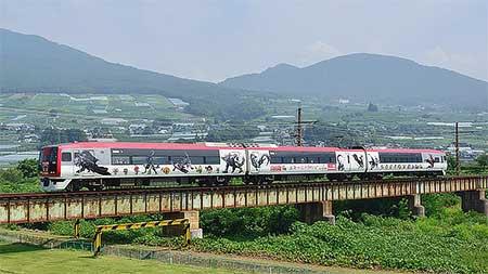 長野電鉄で「モンハン特急スノーモンキー」運転中