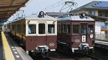 ことでん琴平線でレトロ電車の並び