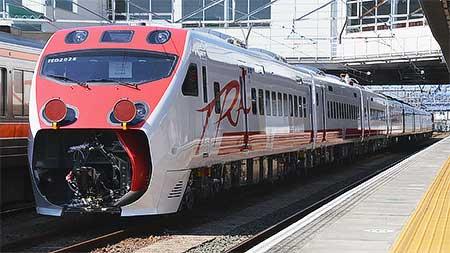 台湾鉄路管理局TEMU2000形が甲種輸送される