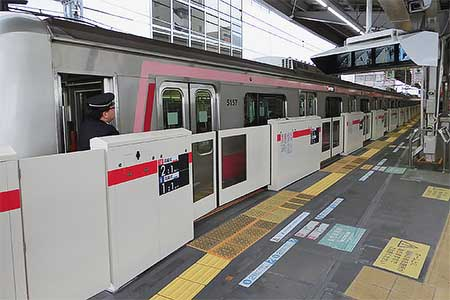 東横線中目黒駅1番線ホームドアの使用開始