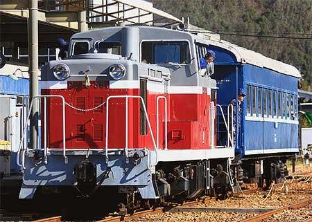 片上鉄道でDD13 551の展示走行