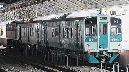 JR四国1500形が甲種輸送される