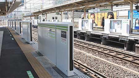 田町駅で可動式ホーム柵設置