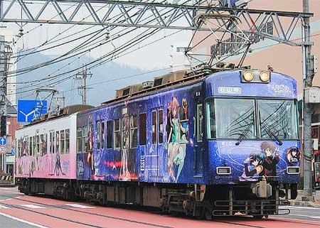 京阪大津線で「中二病でも恋がしたい」ラッピング電車運転