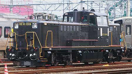 DE10 1206が黒色塗装で出場