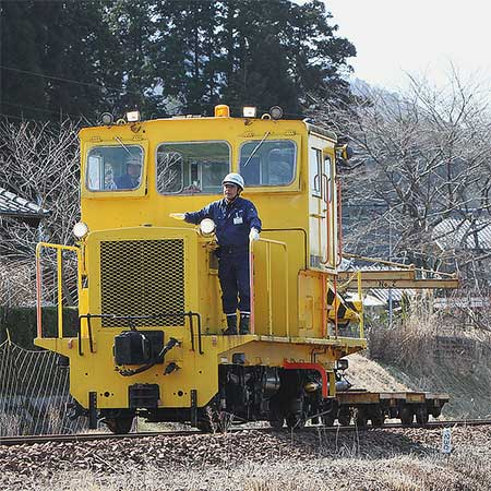 信楽高原鐵道で運転再開に向け点検用車両が走る