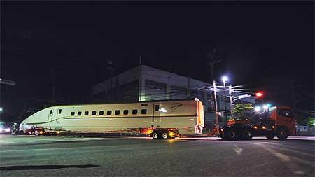 総合車両製作所横浜事業所からE7系が陸送される