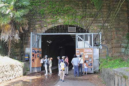 旧生駒トンネル見学・東生駒車庫洗車体験ツアーが開催される