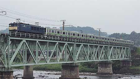 E231系500番台トウ520編成が配給輸送される
