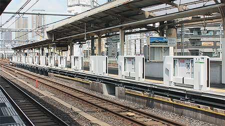 鶯谷駅に可動式ホーム柵が設置される