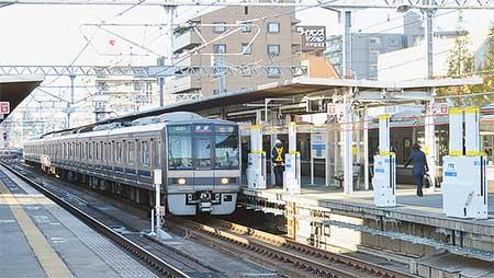 六甲道駅に昇降式ホーム柵が試験設置される