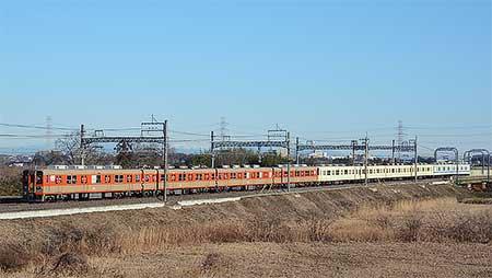 東上線で「8000系歴代カラーリングの特別編成列車」運転