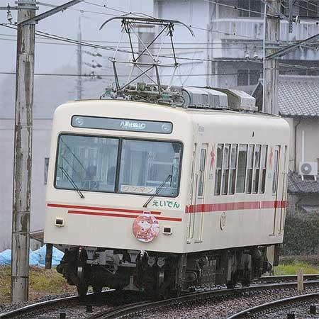 デオ712に「幸腹グラフィティ×叡山電車」ラッピング