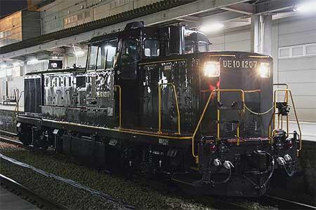 DE10 1207が黒塗装で出場
