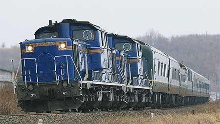 「トワイライトエクスプレス」客車が返却回送される