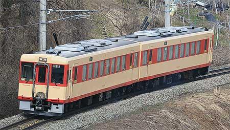 キハ111-111+キハ112-111が国鉄急行色ふうに