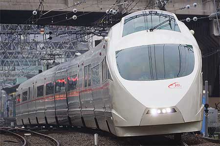 小田急50000形「VSE」に10周年記念ヘッドマーク