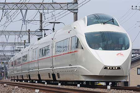 小田急50000形「VSE」就役10周年記念列車が運転される