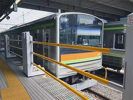 八高線拝島駅で昇降式ホーム柵の使用開始