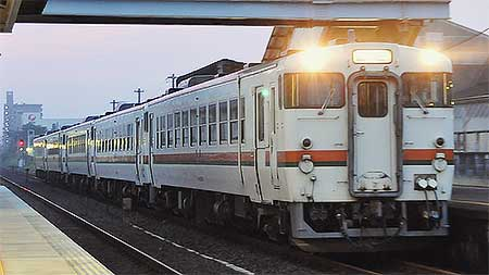 美濃太田車両区のキハ40形・48形5両が笠寺へ