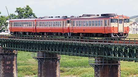 キハ40形・48形の国鉄一般形気動車標準色ふう塗装3両編成が実現