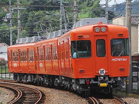 伊予鉄道で新塗装の700系が試運転