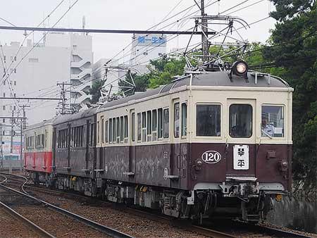 琴電でレトロ電車の特別運転