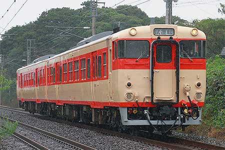 キハ66 1+キハ67 1が国鉄色で出場