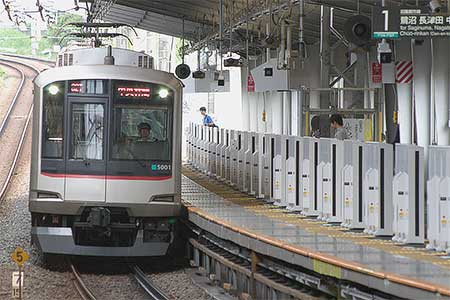 東急田園都市線宮前平駅にホームドア設置