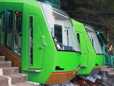 大山ケーブルカーの新形車両が営業運転を開始