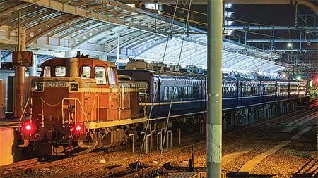 高松運転所に留置されていた,客車とキロハ186が多度津工場へ