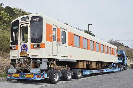 東海交通事業キハ11-202が,ひたちなか海浜鉄道へ陸送される