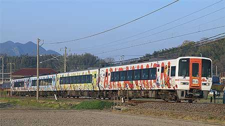 2000系「予讃線アンパンマン列車」の一部が回送される