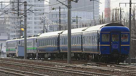 24系客車3両が苗穂工場へ
