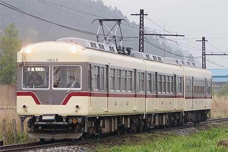 富山地鉄10020形+クハ175が立山線で運転される