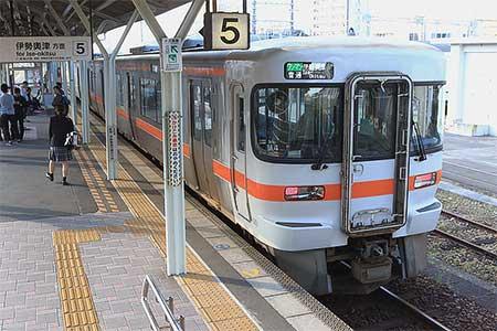 名松線にキハ25形が入線