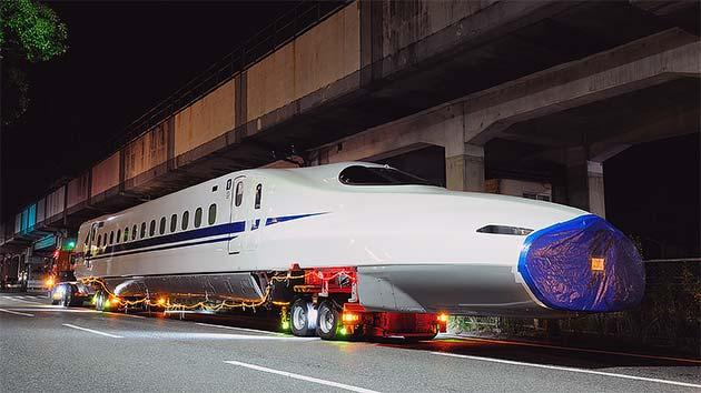 JR西日本「N700A」F8編成が陸送される